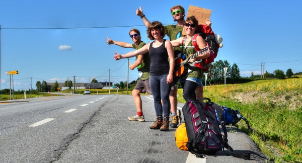Four-hitchhikers-one-guitar-1050x696